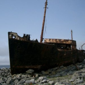 Shipwreck on Inisheer By The original uploader was Thapthim at English Wikipedia - Transferred from en.wikipedia to Commons., CC BY-SA 3.0, https://commons.wikimedia.org/w/index.php?curid=2143311